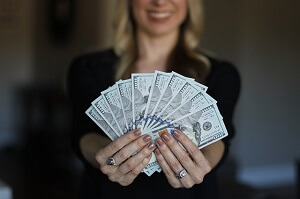 woman-with-cash
